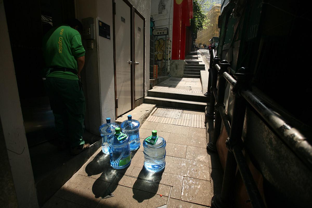 verasustudio_Fountain of the liquid stone_New Hindu Urban scared space_Pottinger Street, Hongkong_water dilivery